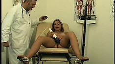 Roxy spreads her hot legs and a sex machine takes her pussy to climax